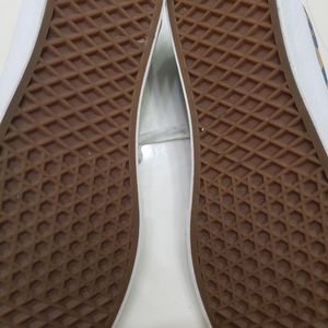 Vans Shoes - Van's Chukka Low